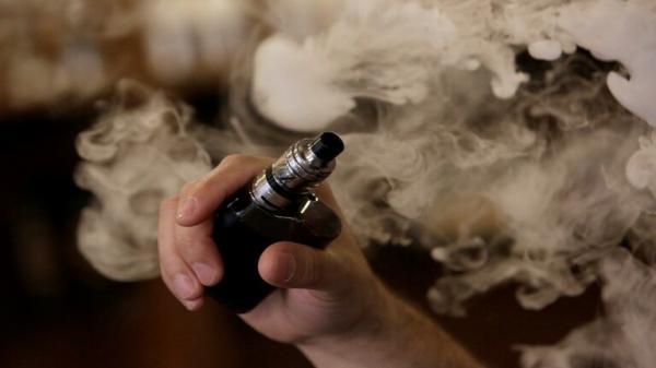 ارتفاع عدد وفيات السجائر الالكترونية في أمريكا الى 60