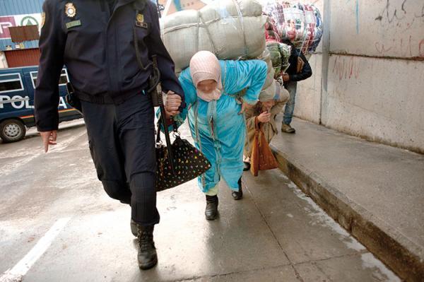 السلطات الإسبانية تتخذ قرارا جديدا يهم إدخال السلع المهربة إلى المغرب