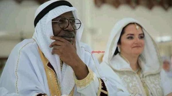 """الفنان الشهير ألفا بلوندي يتزوج على """"الطريقة الإسلامية"""""""