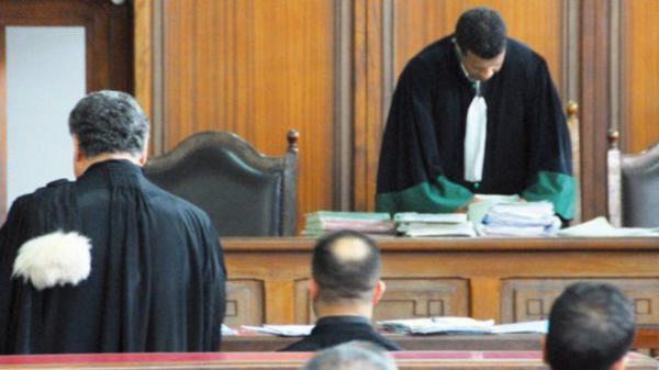 المحكمة الإدارية تحسم الجدل وتقر بقانونية البوابات الإلكترونية بحافلات النقل الحضري