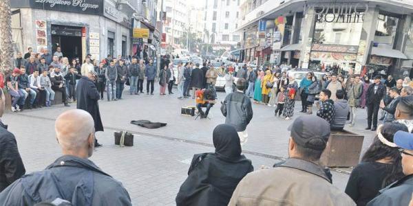 """السلطات تمنع """"موسيقى الشارع"""" بساحة الأمم المتحدة بالبيضاء (فيديو)"""
