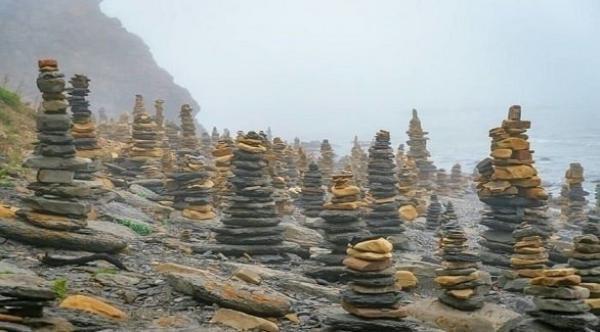 بلدة غريبة تتكون من مئات الأبراج الحجرية