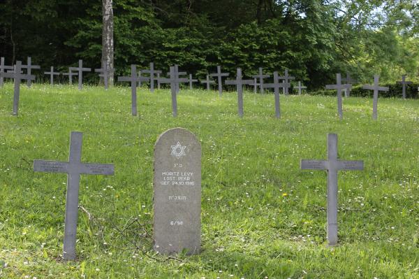 توقيف شخصين بتهمة تخريب مقابر يهودية بالدنمارك