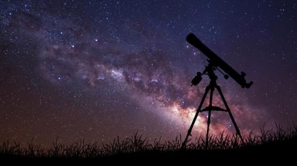 """كورونا ..هواة الفلك يخففون وطأة الحجر على الأرض ب""""السفر"""" إلى السماء"""