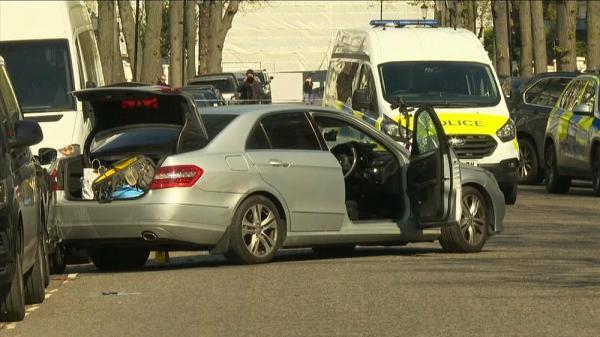 الشرطة البريطانية تُطلق النار على سيارة تعمدت الاصطدام بسيارة سفير أوكرانيا (فيديو)