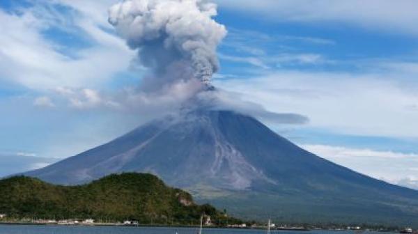 بركان هائل يثير الرعب في جزر الكناري قد يصل المغرب