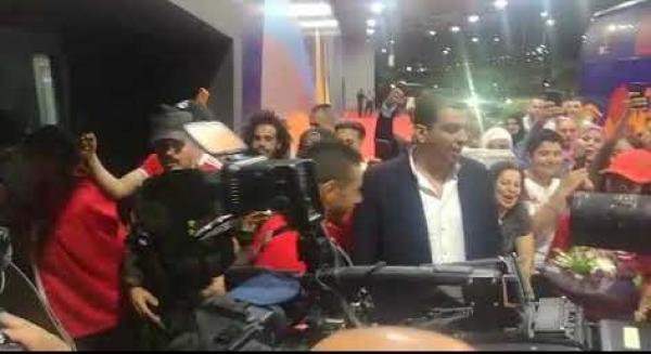 شاهد..لحظة وصول لاعبي المنتخب المغربي لمطار القاهرة الدولي
