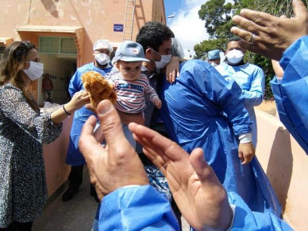 الحمد لله: أسرة فرنسية تغادر مستشفى ابن زهر بمراكش بعد شفاء جميع أفرادها من كورونا (الصور)