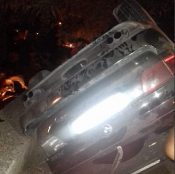 انقلاب سيارة مجنونة وسط بني ملال كاد أن يستبب في فاجعة كبرى