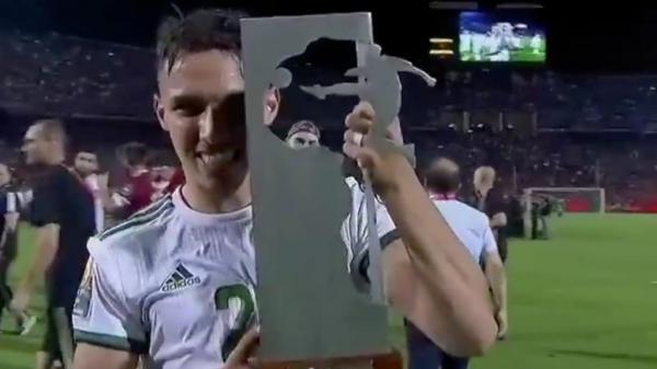 أفضل لاعب في أمم أفريقيا يتحدث عن سبب اختياره اللعب بقميص المنتخب الجزائري بدل المغرب (فيديو)