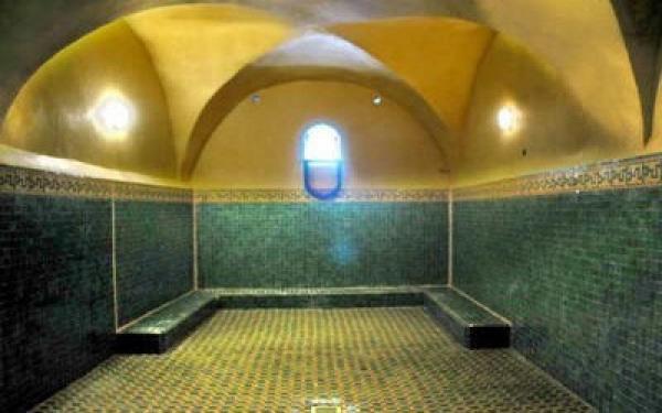 """فيروس """"كورونا"""" يتسبب مرة أخرى في إغلاق شامل للحمامات بالمغرب"""