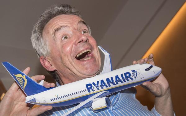 """رئيس طيران """"رايان إير"""" يدعو لتفتيش مشدد بحق الرجال المسلمين في المطارات"""