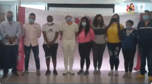 عصابة كولومبية تجبر النساء على تهريب الكوكايين السائل في صدورهن(فيديو)