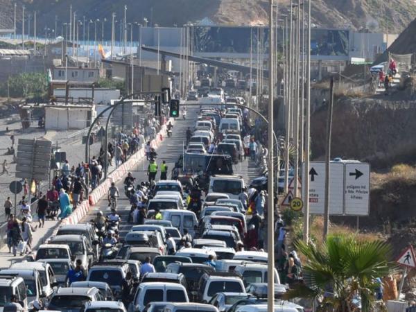 أيام التهريب بمعبر باب سبتة أصبحت معدودة بالفعل والسلطات المغربية تمنع رسميا دخول السيارات