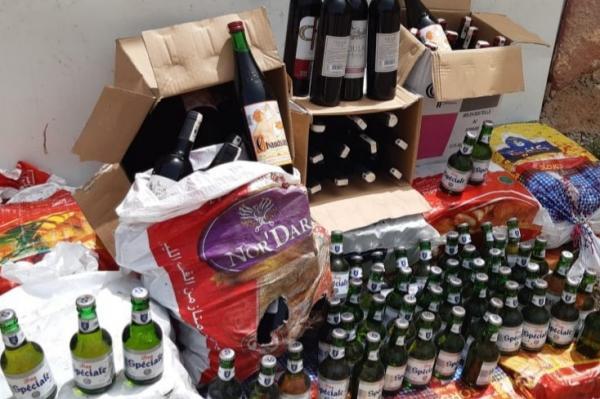 رجال الدرك الملكي يداهمون منزلا ويعتقلون مروجا رغم مقاومته العنيفة و يحجزون حوالي ألف قنينة من الخمر والجعة