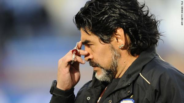 """زوجة """"مارادونا"""" السابقة تتهم محاميه بخطفه"""