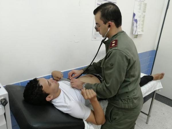 بتعليمات ملكية سامية...أطباء عسكريون يقدمون الرعاية الصحية لساكنة الأقاليم الجنوبية(صور)