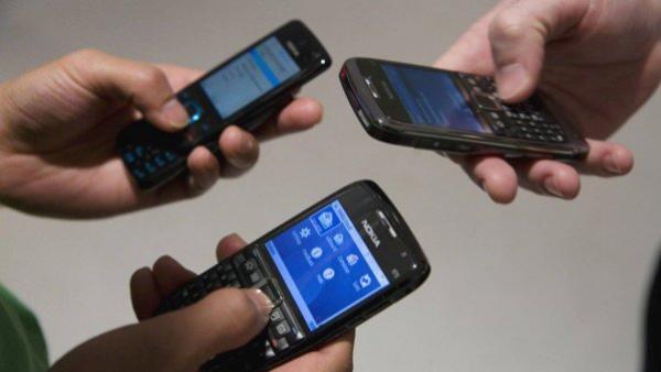 هل للهواتف الذكية تأثير على بشرتنا ؟