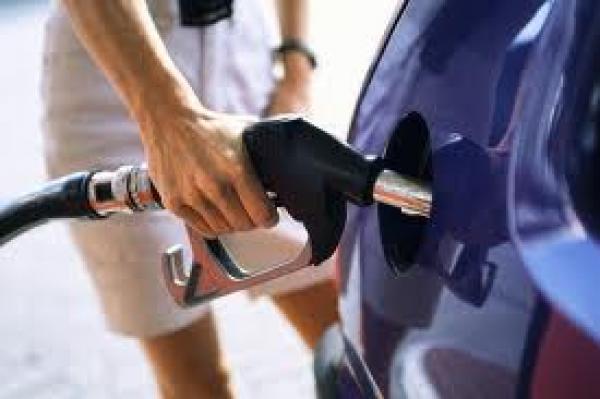 خفض سعر البنزين : هل استغلت الحكومة نظام المقايسة لامتصاص غضب المواطنين