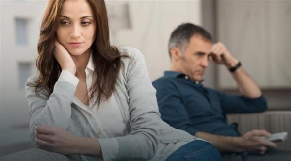 أسباب وأعراض الاكتئاب تختلف بين الرجال والنساء