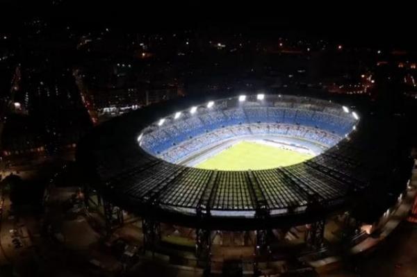 """مدينة نابولي تكرم """"مارادونا"""" بإطلاق إسمه على ملعب """"سان باولو"""""""