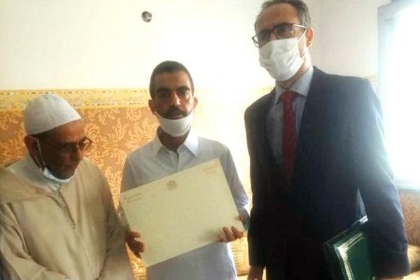 وفد عن وزارة العدل بمنزل أسرة الطفل عدنان (صور)