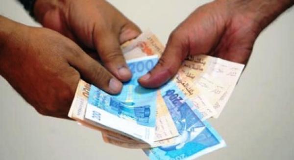 1300 درهم ترسل موظفا إلى السجن!