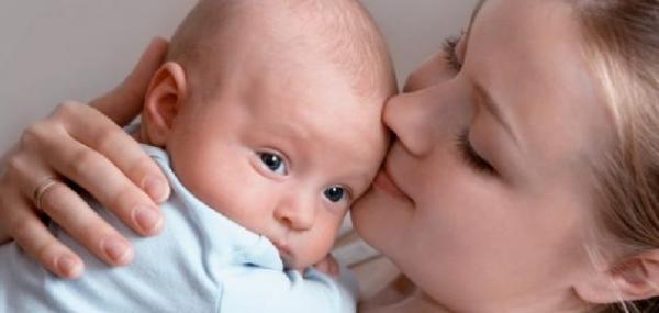 هل تعتبر الرضاعة الطبيعية وسيلة لمنع الحمل؟