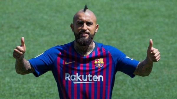 """برشلونة يعلن رسميا عن رحيل """"فيدال"""""""