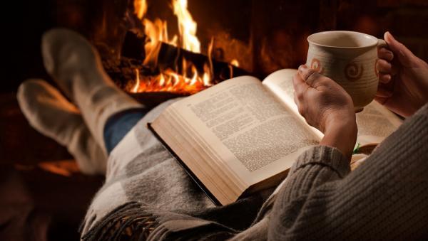 القراءة قبل النوم : تقلل التوتر وتساعد على تصفية الذهن