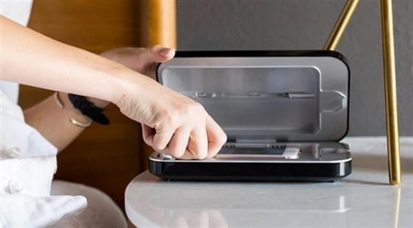 جهاز خاص لتنظيف و تعقيم الهواتف الذكية
