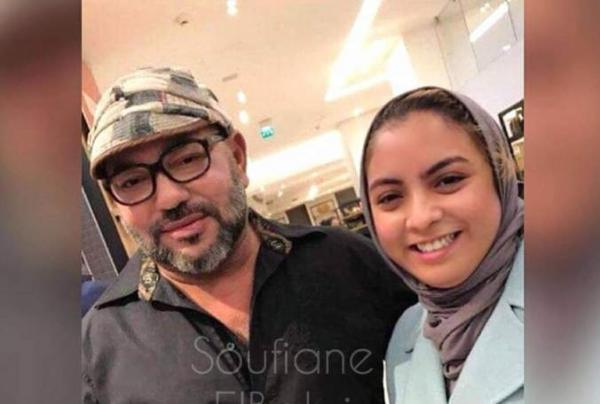 أميرة قطرية تلتقط صورة للملك محمد السادس مع شابة مغربية