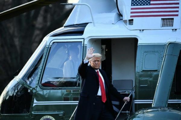 """""""ترامب"""" يغادر البيت الأبيض بشكل نهائي على متن مروحية قبيل قدوم """"بايدن"""" ويلمح إلى عودة محتملة للرئاسة"""