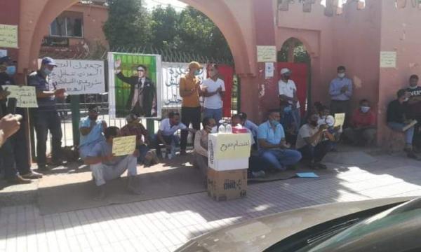 رؤساء جمعيات مدنية يدخلون في اعتصام مفتوح أمام الجماعة للمطالبة بالكشف عن مآل مشاريع تنموية