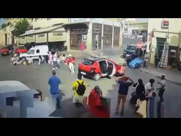 """الحكم الصادر في حق """"خباز"""" تسبب ابنه القاصر في دهس سياح صينيين بفاس (فيديو الواقعة)"""