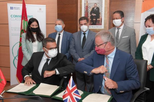 """""""العرايشي"""" و""""أمزازي"""" يوقعان اتفاقا لإطلاق برنامج """"إذاعي"""" لتعلم اللغة الإنجليزية بشراكة مع المجلس الثقافي البريطاني"""