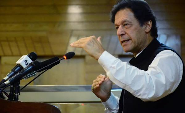 رئيس الوزراء الباكستاني يطالب الغرب بتجريم إهانة النبي محمد (ص) أسوة بالإساءة إلى المحرقة اليهودية