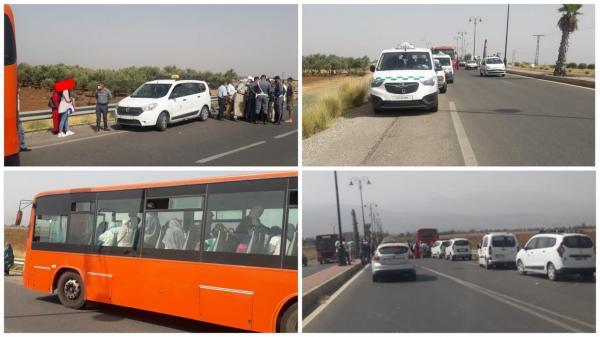 أصحاب الطاكسيات يعترضون حافلة تنقل عدد كبير من الركاب والدرك الملكي يتدخل