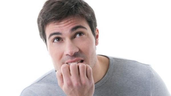 دراسة تحذر من القلق والتوتر في منتصف العمر