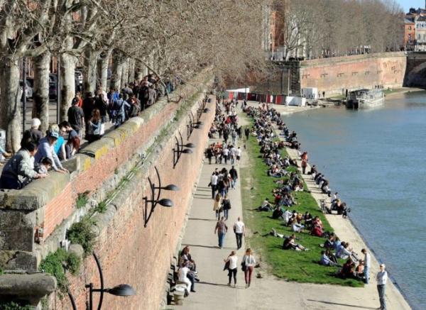 مدينة فرنسية إضافية تفرض وضع الكمامة في الهواء الطلق