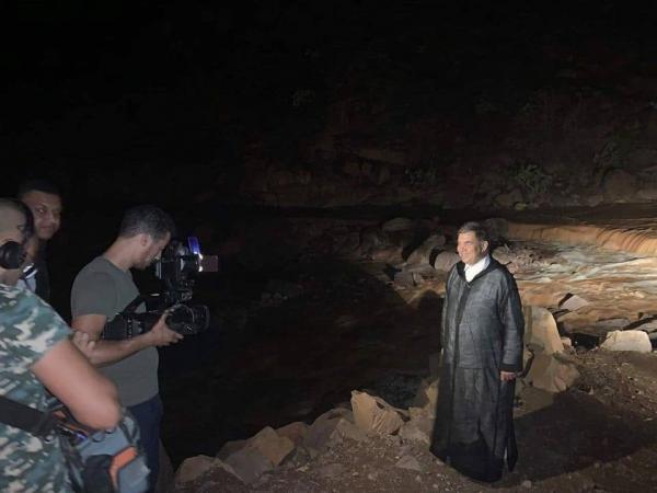 رئيس جهة سوس ماسة في صورة تذكارية على مشارف الوادي الذي جرف شهداء الفاجعة