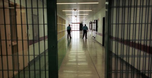 سجن القنيطرة يرد على ادعاءات حقوقي وسجين سابق بخصوص ظروف اعتقاله