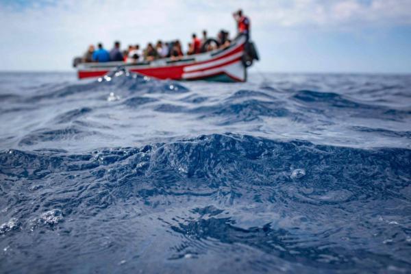 طانطان.. إنقاذ قارب على متنه 58 مهاجرا مغربيا من موت محقق بينهم سيدة وقاصر
