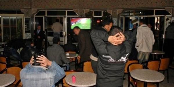لي حصل يودي... مداهمة مقهى ليلا بداخلها 50 زبون وهذا ما فعله الدرك مع صاحبها والزبناء!