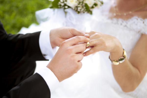 عروس تفرض مجموعة من الشروط القاسية على الضيوف الراغبين بحضور حفل زفافها