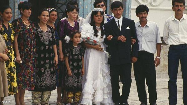 دولة تفرض قيودا غريبة على حفلات الزفاف و هذا هو تبريرها