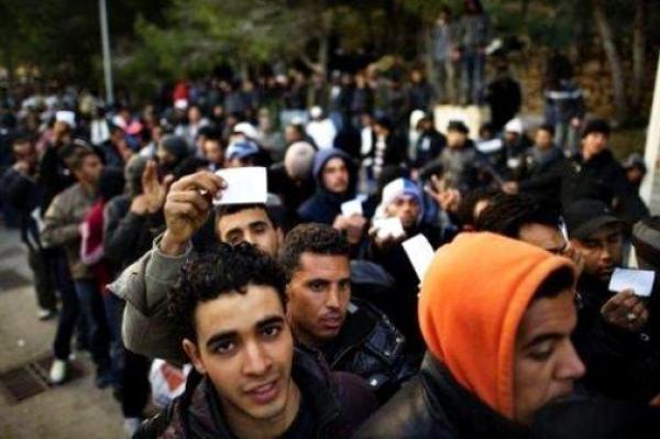 إسبانيا تقدم توضيحاتها حول عزمها تسوية وضعية آلاف المهاجرين غير الشرعيين