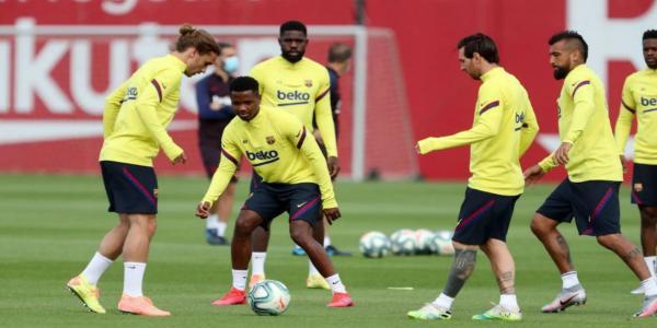 """صحيفة إسبانية تكشف عن تشكيلة """"برشلونة"""" لمباراة """"نابولي"""""""