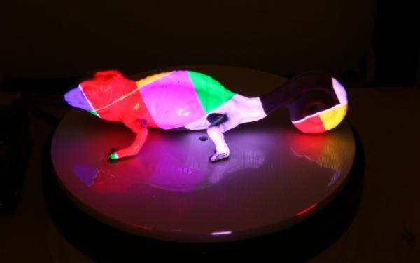 بالفيديو .. حبرعجيب يمكنه أن يغيره لونه مع تغير الضوء