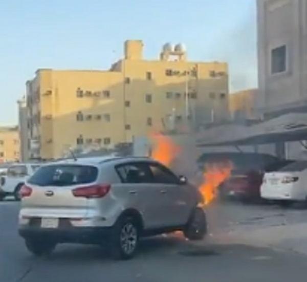 في موقف بطولي: مواطن يسحب سيارة مشتعلة بعيداً وينقذ السكان من كارثة حقيقية